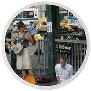 Nyc Street Musicians Banjo Round Beach Towel