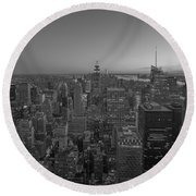 Nyc Sunset Bw Round Beach Towel