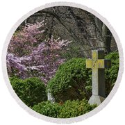 Oak Hill Cemetery Crosses Round Beach Towel
