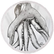 Octopus Of The Sea Round Beach Towel