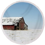 Old Barn And Snowy Prairie Round Beach Towel