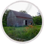 Old Barn At Dusk Round Beach Towel