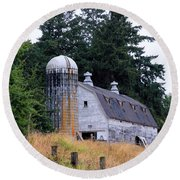 Old Barn In Field Round Beach Towel