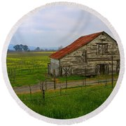 Old Barn In The Mustard Fields Round Beach Towel