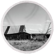 Old Barn With Tree Round Beach Towel