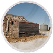 Old Barns And A Grain Bin Round Beach Towel