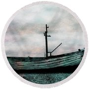 Old Boat At Aldeburgh Round Beach Towel