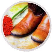 Old Boots And Daisy Round Beach Towel