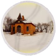 Old Brick Schoolhouse In Winter Round Beach Towel