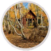 Old Cabin In The Aspens Round Beach Towel