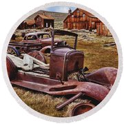 Old Cars Bodie Round Beach Towel