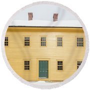 Old Colonial Era Period House In Winter Round Beach Towel