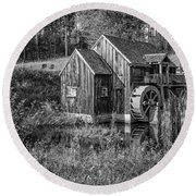 Old Grist Mill In Vermont Black And White Round Beach Towel