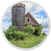 Old Historic Barn In Vermont Round Beach Towel