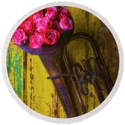 Old Horn And Roses On Door Round Beach Towel