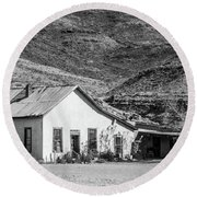 Old House And Foothills Round Beach Towel