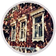 Old House In Moscow Round Beach Towel