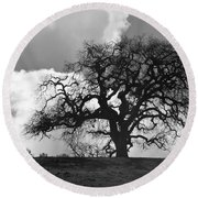 Old Oak Against Cloudy Sky Round Beach Towel