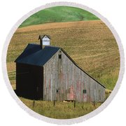 Old Palouse Barn Round Beach Towel