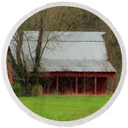 Old Red Barn In Jefferson County Round Beach Towel