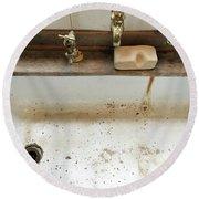 Old Sink Round Beach Towel