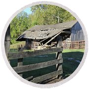 Old Tilted Barn Indiana Round Beach Towel