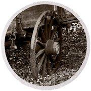 Old Wagon Wheel Round Beach Towel