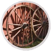 Old Wagon Wheels Round Beach Towel