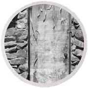 Old Wood Door  And Stone - Vertical Bw Round Beach Towel