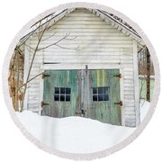 Old Wooden Garage In The Snow Woodstock Vermont Round Beach Towel