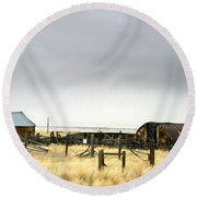 Old Wyoming Farm Round Beach Towel