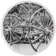 Oo Wagon Wheels Black And White Round Beach Towel