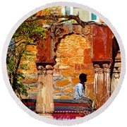 Open Air Bed Among The Arches India Rajasthan 1a Round Beach Towel