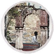 Open Air Bed Among The Arches India Rajasthan 1c Round Beach Towel