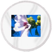 Open Hibiscus Flower With Deep Blue Sky Round Beach Towel