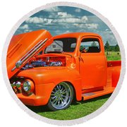 Orange Pick Up At The Car Show Round Beach Towel
