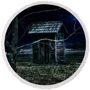 Outhouse In The Moonlight With Flying Crows Round Beach Towel