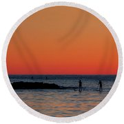 Paddleboarding Pairs - Mackinzie Beach Sunset Round Beach Towel