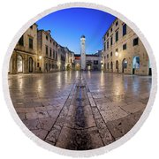 Panorama Of Stradun Street And Luza Square In Dubrovnik, Dalmati Round Beach Towel