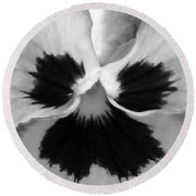 Pansy 09 Bw - Thoughts Of You Round Beach Towel