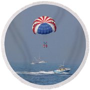 Parasailing In Florida Round Beach Towel