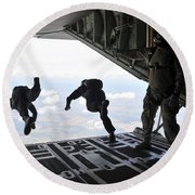 Paratroopers With The Spanish Military Round Beach Towel