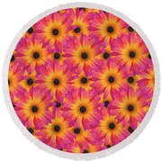 Pattern Of African Daisies Round Beach Towel