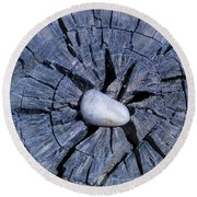 Pebble On The Star In The Log Round Beach Towel