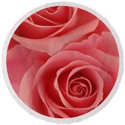 Perfect Pink Roses Round Beach Towel