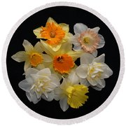 Perfect Ring Of Daffodils Round Beach Towel