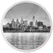 Philadelphia Skyline In Black And White Round Beach Towel
