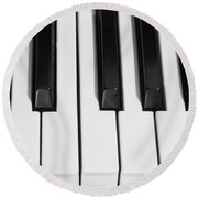 Piano Octave  Bw Round Beach Towel