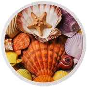 Pile Of Seashells Round Beach Towel