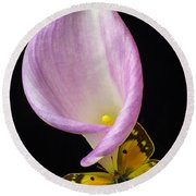 Pink Calla Lily With Yellow Butterfly Round Beach Towel